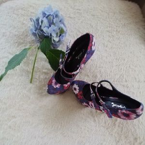 Beautiful Floral Mary Jane Platform Heels.